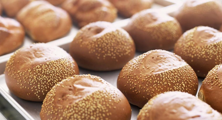 How Many Calories Are in a Bread Roll ?