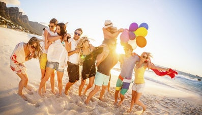 What Are Some Ideas for Throwing a Beach Party?