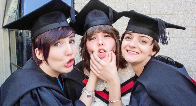 What Information Should Be Included in a Graduation Announcement?