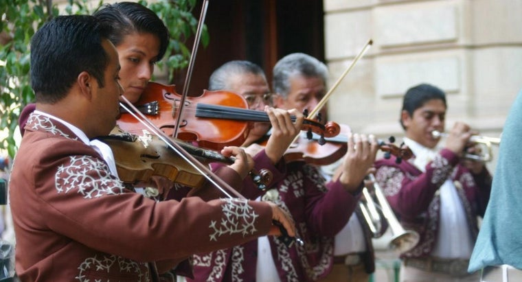 Which Instruments Are Traditional for a Mariachi Band?