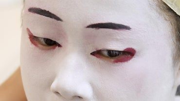 Why Do Japanese Women Paint Their Faces White?