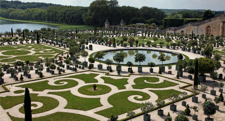 What Kind of Garden Does the Palace of Versailles Have?
