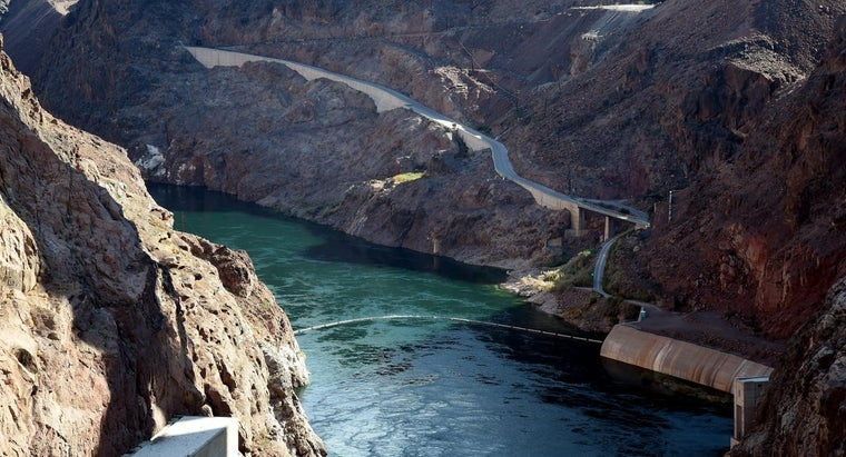 Where Is the Lake Mead Cave Located?
