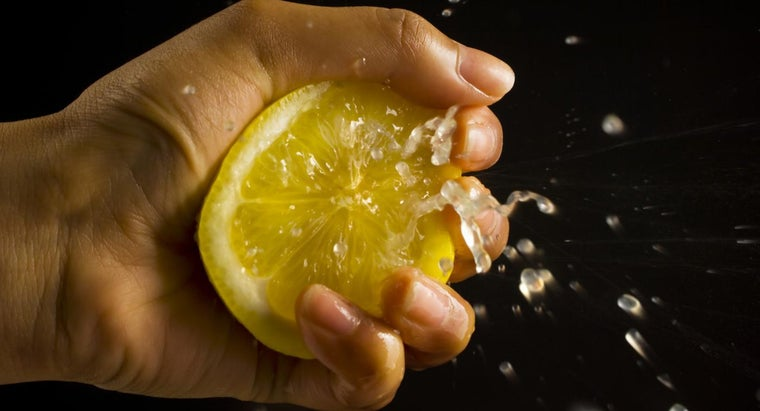 Why Does Lemon Juice Keep Fruit From Turning Brown?