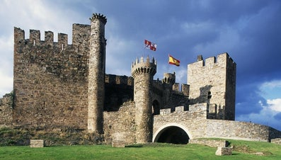 Who Lived in Castles in the Middle Ages?