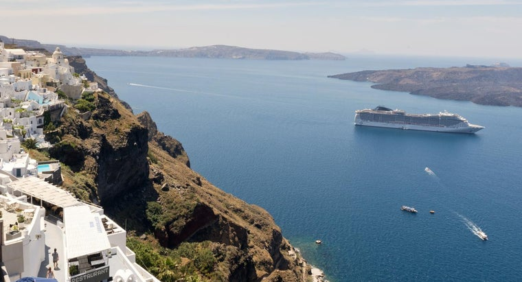 What Are the Major Bodies of Water in Greece?