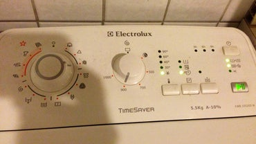 How Do You Manually Get the Door Open on Your Electrolux EWF1090?