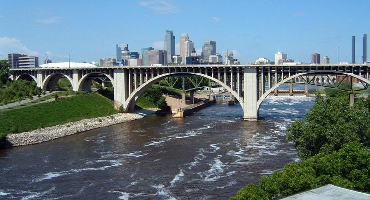 How Many Bridges Cross the Mississippi River?