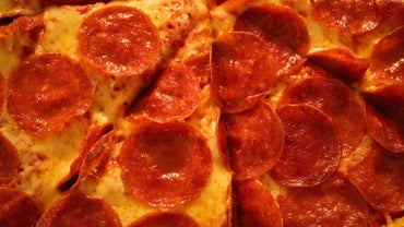 How Many Calories Are in a Slice of Pepperoni Pizza?