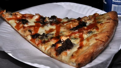 How Many Calories Are in a Slice of Pizzeria Pizza?