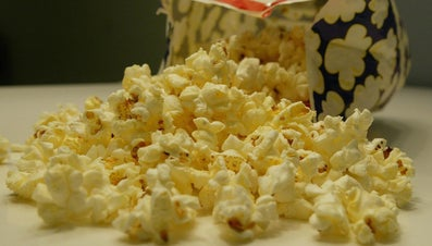 How Many Cups of Popcorn Are in a Microwave Bag?