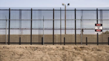 How Many Immigrants Cross the Border Each Year?