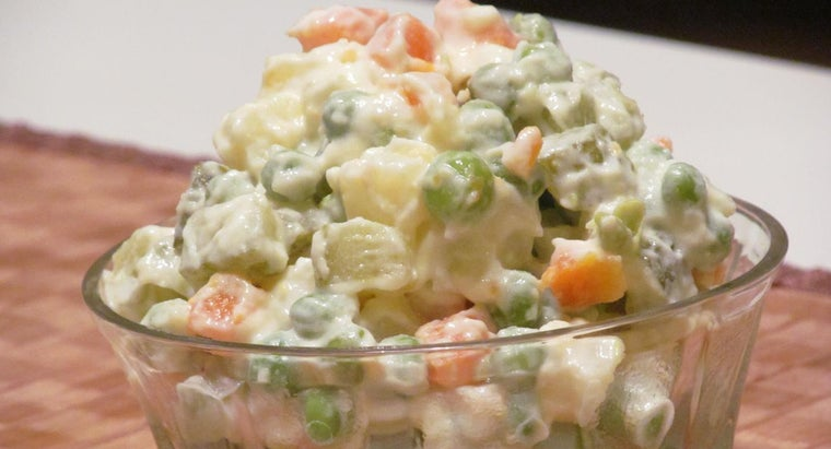How Many Pounds of Potato Salad Is Needed to Feed 100 People?