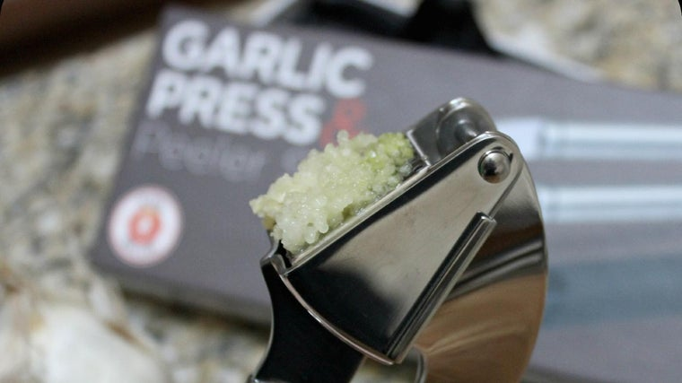 How Many Teaspoons of Minced Garlic Equals One Clove?