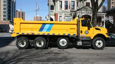 How Many Tons Does a Dump Truck Hold?