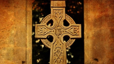 What Is the Meaning of the Celtic Family Knot?