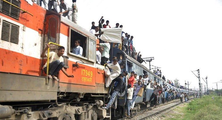 """What Is Meant by """"second Sitting"""" on Indian Railways?"""