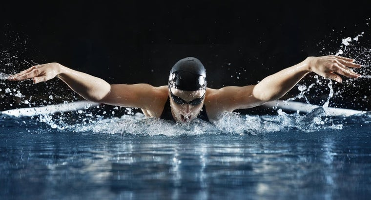 How Does Momentum Apply to Swimming?