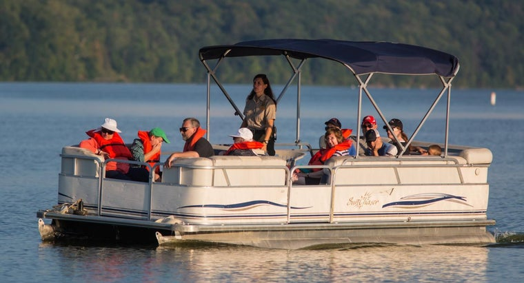 How Much Does an 18-Foot Pontoon Boat Weigh?