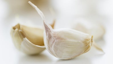 How Much Minced Garlic Equals One Clove?
