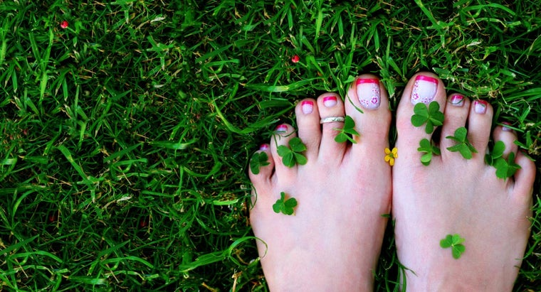 How Do You Paint a French Toenail?