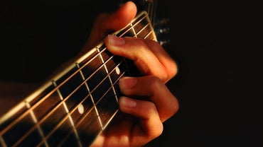 How Do You Play the G Chord on a Guitar?