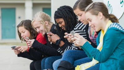 What Are the Pros and Cons of Banning Cell Phones in School?