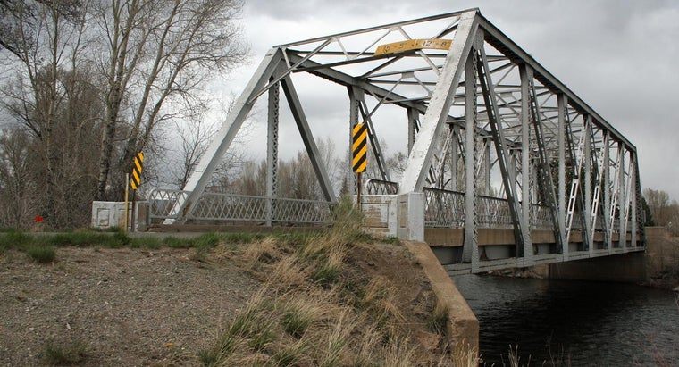 What Are the Pros and Cons of Truss Bridges?