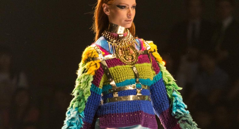 What Is the Purpose of Theme Names for Fashion Shows?