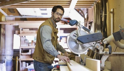 What Qualifications Are Needed to Become a Carpenter?