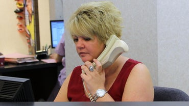 How Does a Receptionist Answer the Phone?