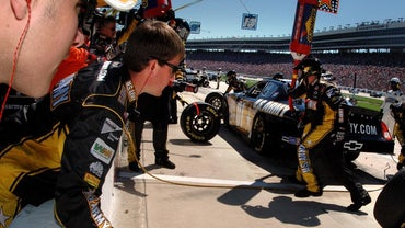 What Is the Salary Range for a NASCAR Mechanic?