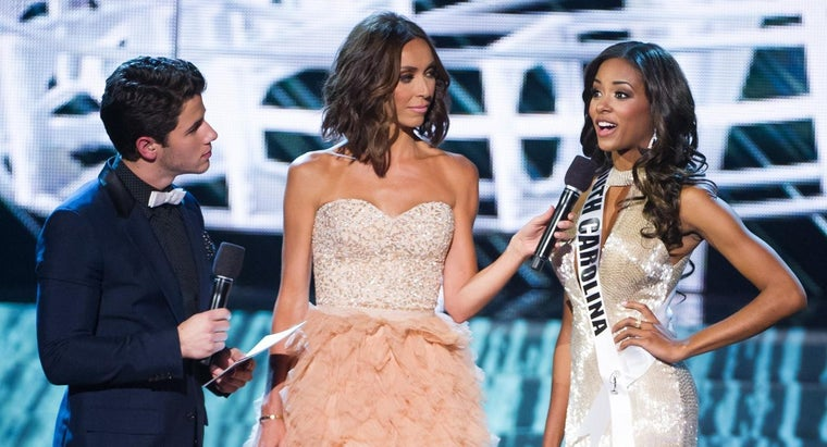How Should You Answer Questions in a Pageant Interview?