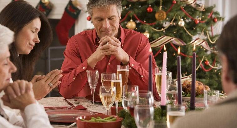What Should a Prayer for a Christmas Party Include?