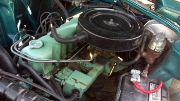 Should You Use a Car Engine Cleaning Service, or Can You Do It Yourself?