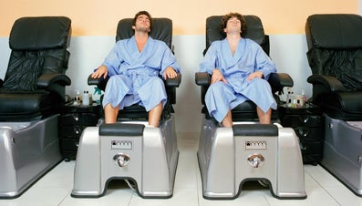 What Are the Steps for a Pedicure for a Man?