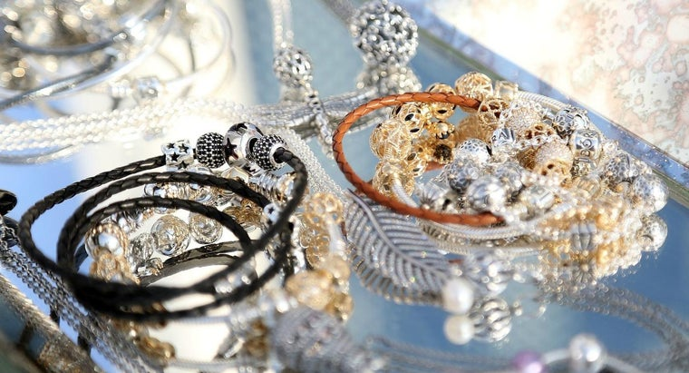 What Stores Carry Pandora Bracelets?