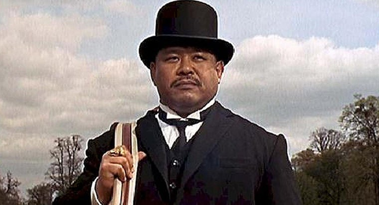 What Strange Weapon Does James Bond Character Oddjob Use?