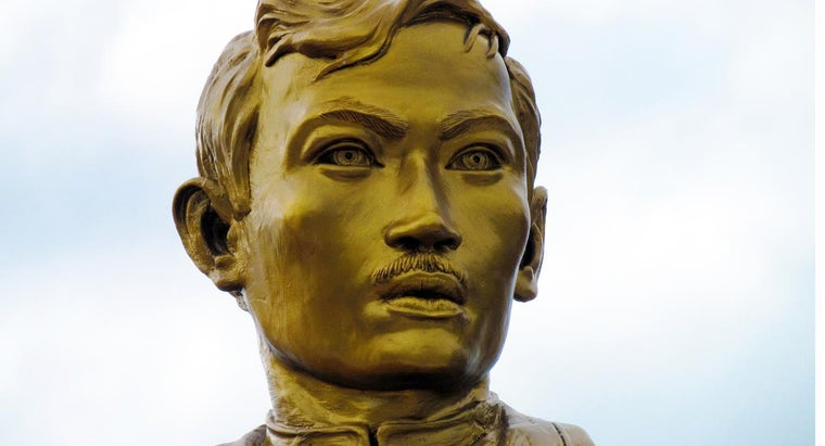 """What Is a Summary of Jose Rizal's Poem """"Memory of My Town""""?"""