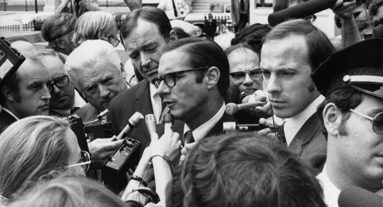 What Is a Summary of the Watergate Scandal?