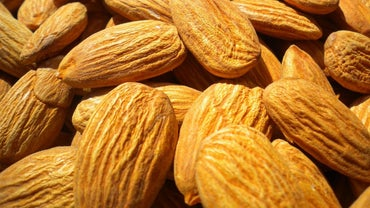 What Are Symptoms of an Almond Allergy?
