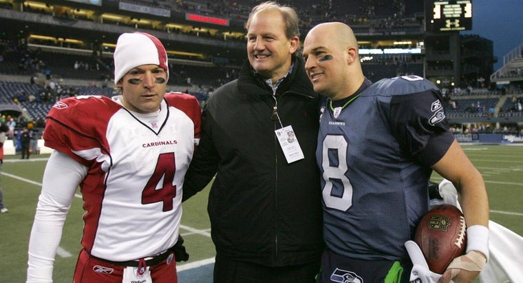 Are Tim and Matt Hasselbeck Brothers?