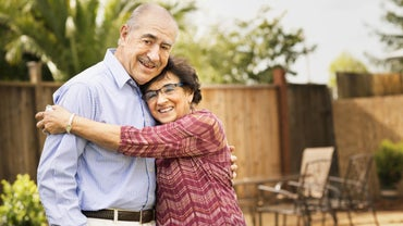 What Is the Traditional 33rd Wedding Anniversary Gift?