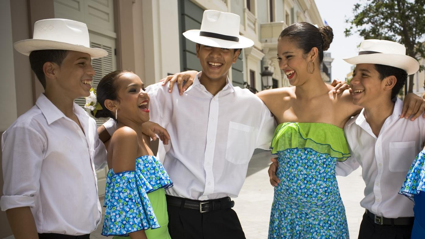 Where can you get information on traditional Puerto Rican clothing?