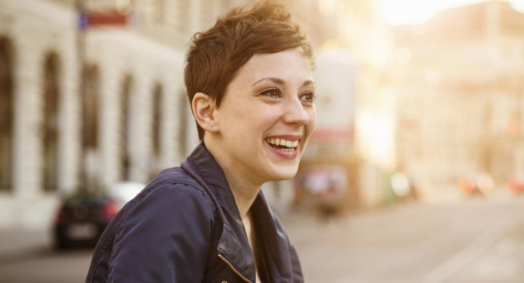 What Are Some Trendy Ways to Style Short Hair?