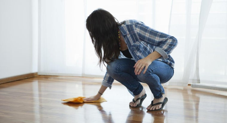 What Type of Cleaning Machine Should Be Used on Hardwood Floors?