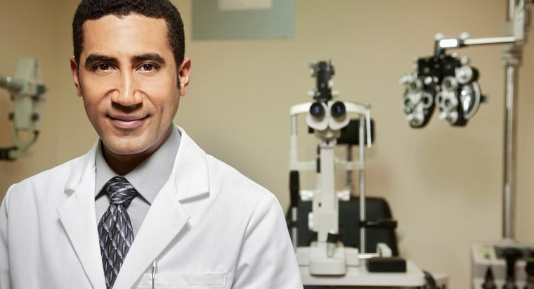 What Type of Doctor Performs Surgical Cataract Removal?