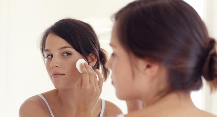 What Is the Best Type of Facial Cleanser for Acne?
