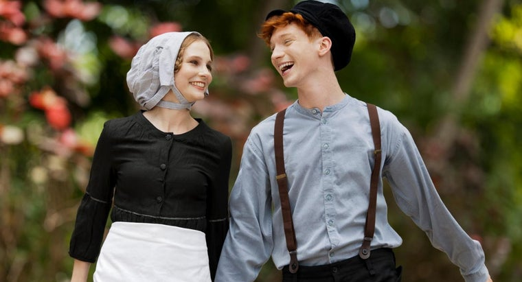 What Are Some Types of Amish Clothing?