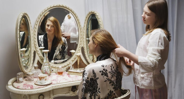 Does a Vanity in a Powder Room Have to Go Against a Wall?